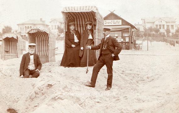 Zwei Ehepaare am Strand von Ahlbeck 1907